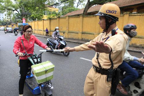 Từ 1/7, CSGT Hà Nội xử lý xe máy điện không đăng ký - 1
