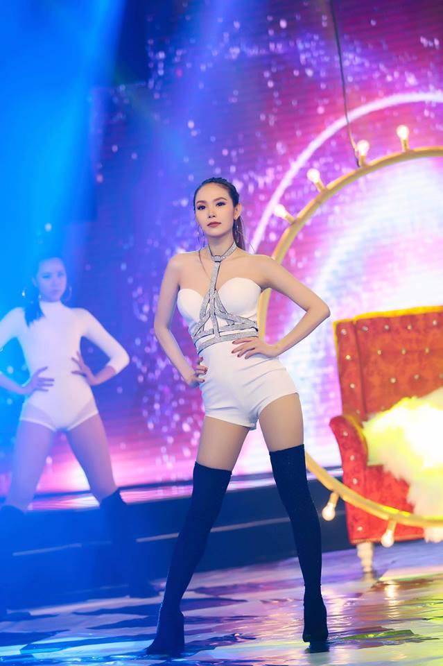 """Phát hờn style cực ngắn khoe chân dài, eo """"kiến"""" của Minh Hằng - 13"""