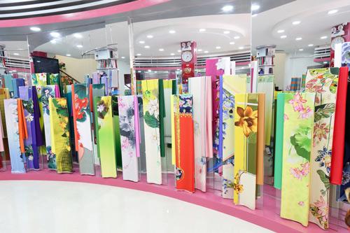 Sao Việt cũng mê mẩn ngắm Lụa Thái Tuấn tại showroom mới - 3