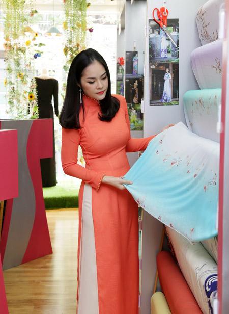 Sao Việt cũng mê mẩn ngắm Lụa Thái Tuấn tại showroom mới - 5