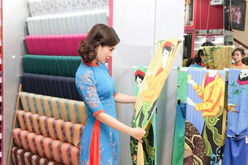 Sao Việt cũng mê mẩn ngắm Lụa Thái Tuấn tại showroom mới - 6