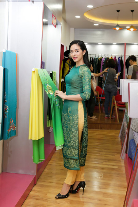 Sao Việt cũng mê mẩn ngắm Lụa Thái Tuấn tại showroom mới - 8