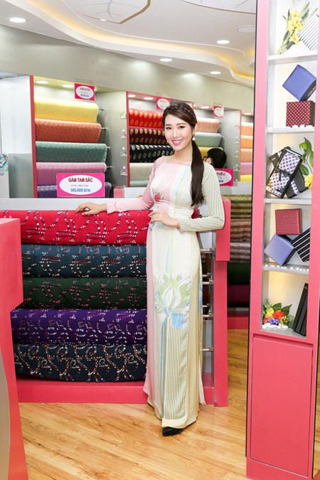 Sao Việt cũng mê mẩn ngắm Lụa Thái Tuấn tại showroom mới - 9