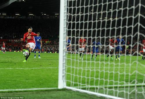 Ibrahimovic cứu MU: Tượng đài hay sư tử già ngạo mạn? - 2