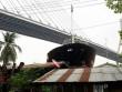 """Tàu hàng 3.000 tấn VN """"trèo"""" lên mái nhà dân Thái Lan"""