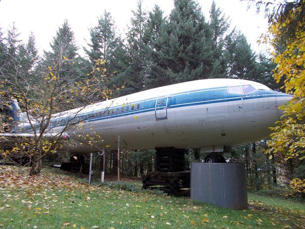 Người đàn ông sống trong máy bay khổng lồ giữa rừng Mỹ - 2