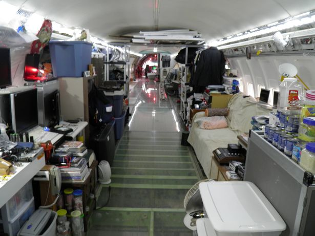 Người đàn ông sống trong máy bay khổng lồ giữa rừng Mỹ - 5