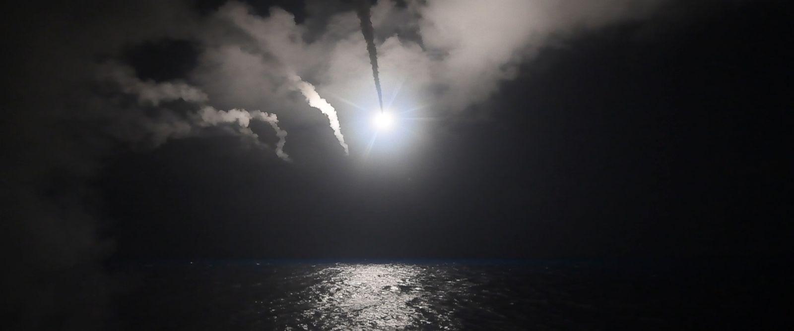 Căn cứ Syria tan hoang sau khi bị tên lửa Mỹ oanh tạc - 2