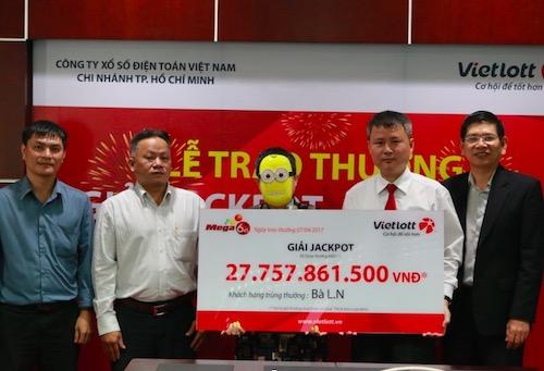 Tình tiết bất ngờ trong lễ trao giải xổ số Vietlott gần 28 tỉ đồng - 1