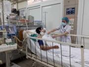 Tin tức trong ngày - Lại thêm 2 người ở Hà Nội nguy kịch sau khi uống rượu