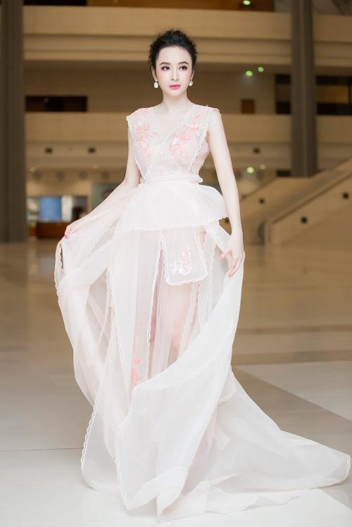 Angela Phương Trinh, Thúy Vân sexy với váy mỏng như sương - 1
