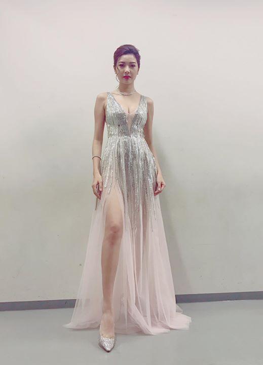 Angela Phương Trinh, Thúy Vân sexy với váy mỏng như sương - 2