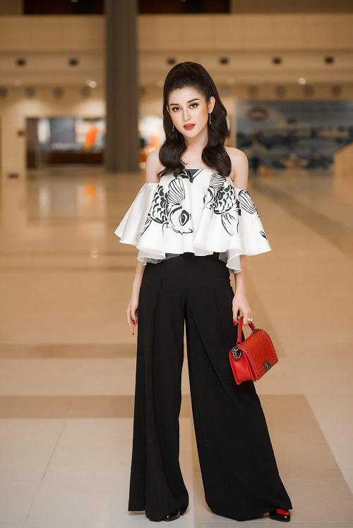 Angela Phương Trinh, Thúy Vân sexy với váy mỏng như sương - 4