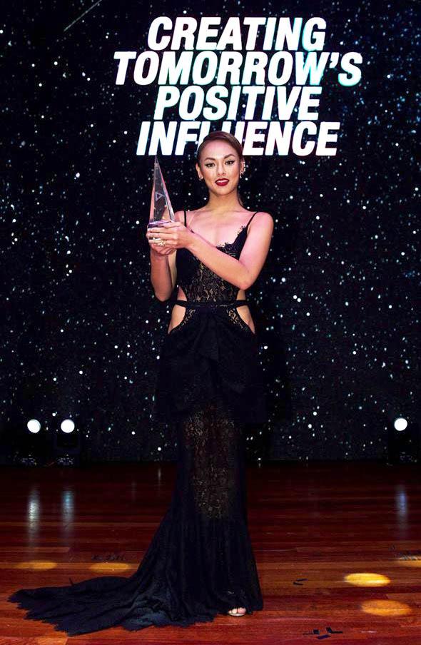 Angela Phương Trinh, Thúy Vân sexy với váy mỏng như sương - 5
