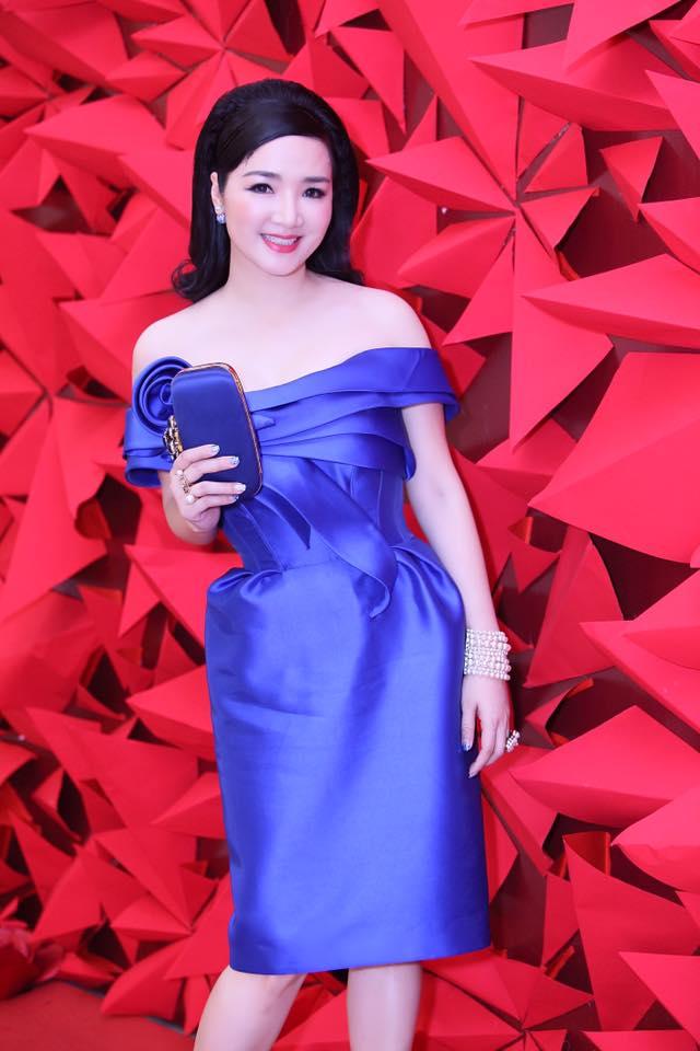 Angela Phương Trinh, Thúy Vân sexy với váy mỏng như sương - 6