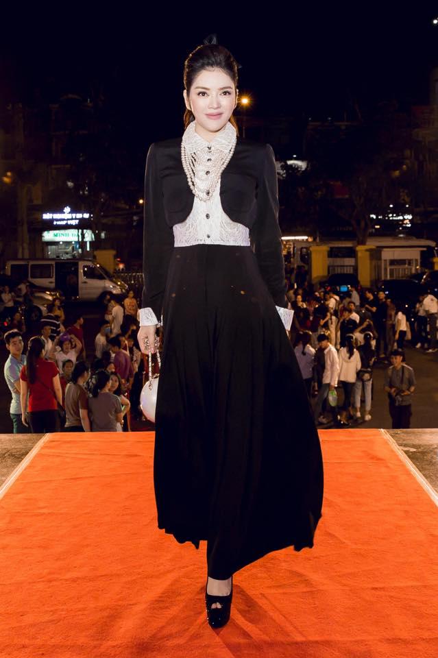Angela Phương Trinh, Thúy Vân sexy với váy mỏng như sương - 8
