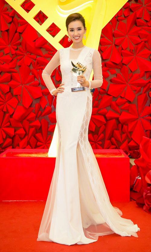 Angela Phương Trinh, Thúy Vân sexy với váy mỏng như sương - 9