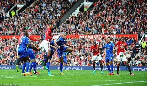 Mourinho điên đầu vì hàng thủ MU… không biết ghi bàn - 2
