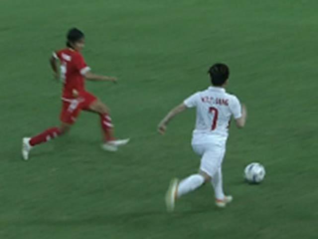 """Nữ tuyển thủ Việt Nam solo như Messi, sút """"cháy lưới' Myanmar"""