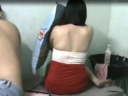An ninh Xã hội - Bị đột kích, tiếp viên tiệm hớt tóc cuống cuồng mặc quần áo