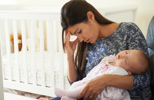 Vì sao phụ nữ thường bị trầm cảm sau sinh? - 1