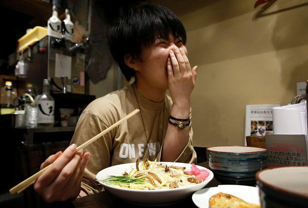 Phát hoảng với món mì côn trùng đang gây sốt tại Nhật - 6