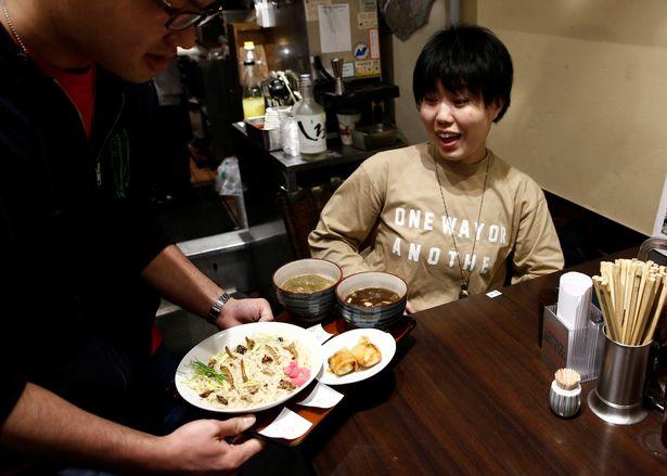 Phát hoảng với món mì côn trùng đang gây sốt tại Nhật - 5