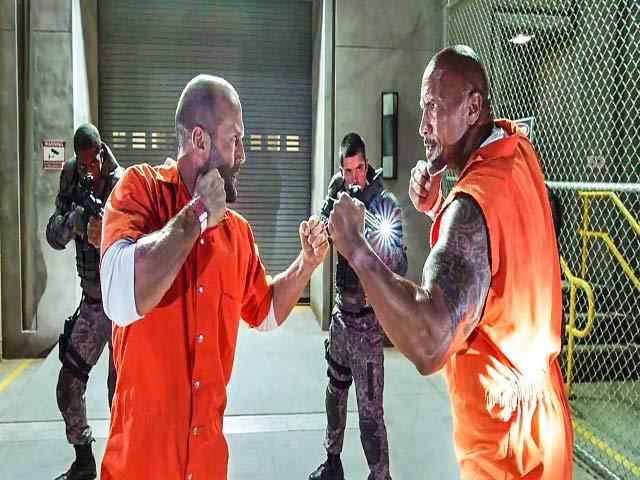 """Võ thuật Fast8: J.Statham & """"The Rock"""" hùng hổ ăn thua đủ"""