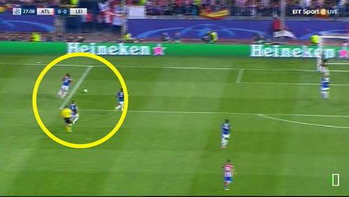 Griezmann 100 triệu euro kiếm penalty tưởng tượng, Leicester nổi đóa - 2