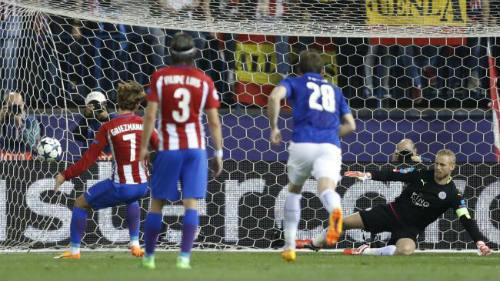 Griezmann 100 triệu euro kiếm penalty tưởng tượng, Leicester nổi đóa - 3