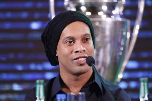 Ronaldinho giao lưu ở VN: Barca sẽ gây sốc cúp C1 - 2