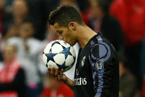Lượt đi tứ kết cúp C1: Barca-Bayern đau đớn, sao sáng Ronaldo - 3