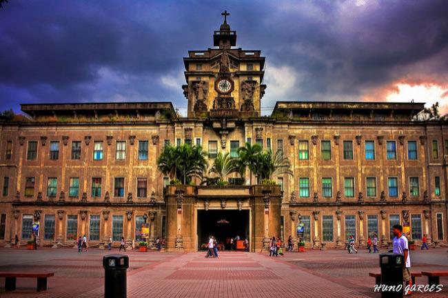 2. Đại học Santo Tomas, Philippines được xây dựng ở trung tâm Thủ đô Malina, Philippines, Santo Tomas là ngôi trường đại học lâu đời nhất châu Á.