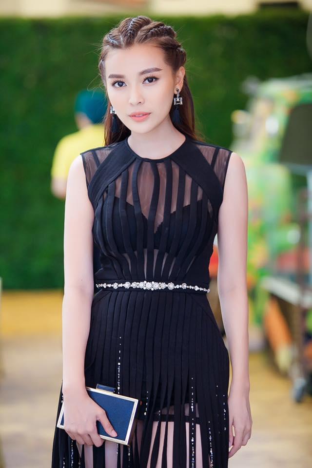 """Kiều nữ Việt """"ê chề"""" vì váy xẻ quá khứ còn mặc """"bạo"""" hơn - 6"""