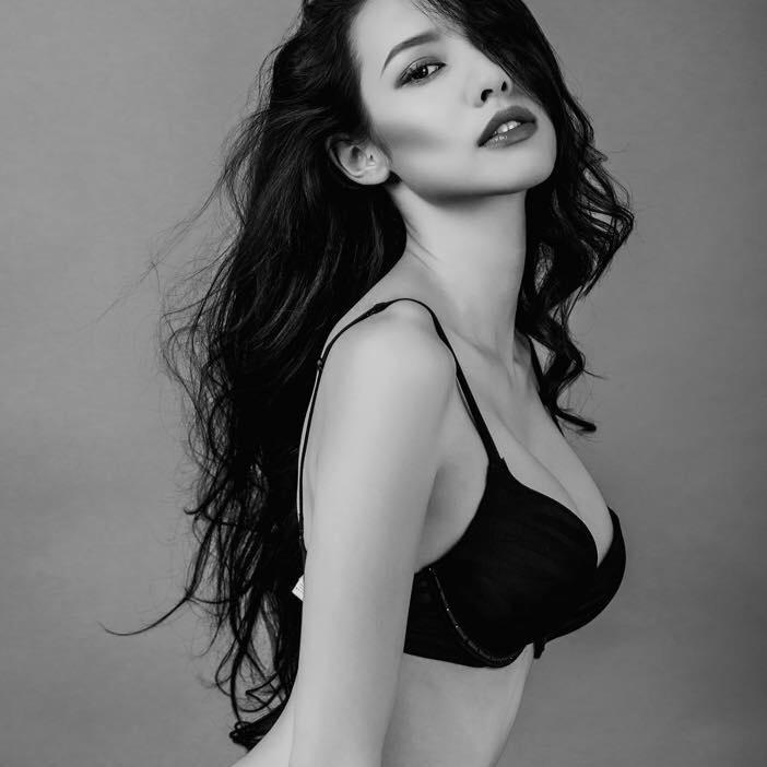 Bất ngờ vì mẹ Lilly Nguyễn quá trẻ đẹp, gợi cảm - 13