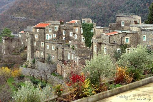 Ngôi làng đá sang chảnh ẩn mình giữa vùng núi heo hút - 6