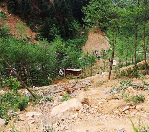 Hà Giang: Xe tải lao xuống vực sâu, 4 người tử vong - 1