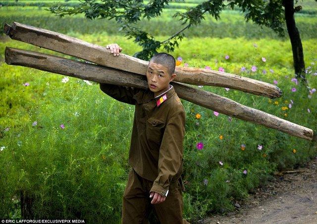 """Lính Triều Tiên tươi cười giữa lúc """"nước sôi lửa bỏng"""" - 6"""