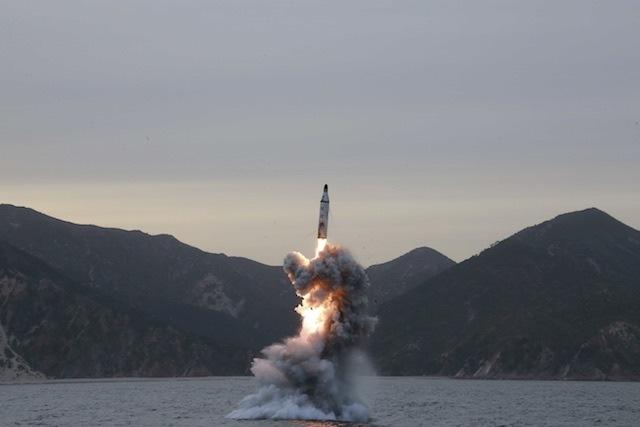 Đội tàu ngầm Triều Tiên đã sẵn sàng giáng đòn hạt nhân? - 2
