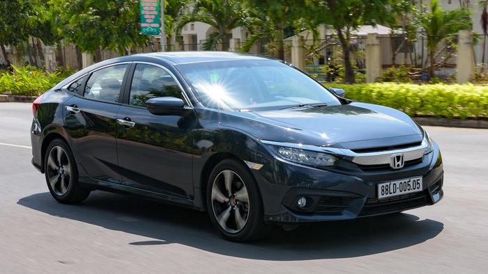 Ô tô hạng C tại Việt Nam tháng 3/2017: Mazda3 tách tốp - 2