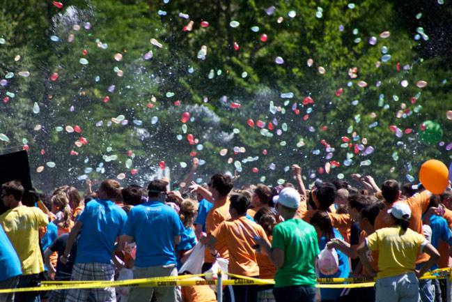 Trốn cái 'nóng muốn bùng cháy' của mùa hè cùng 8 lễ hội nước nổi tiếng TG - 5