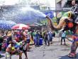 Trốn cái 'nóng muốn bùng cháy' của mùa hè cùng 8 lễ hội nước nổi tiếng TG