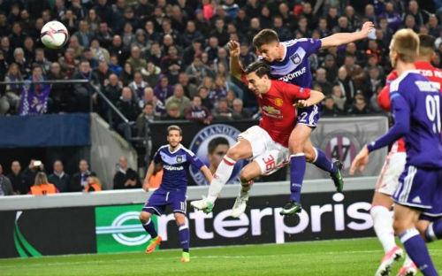 """Anderlecht - MU: """"Nổ tung"""" với cú đánh đầu - 1"""