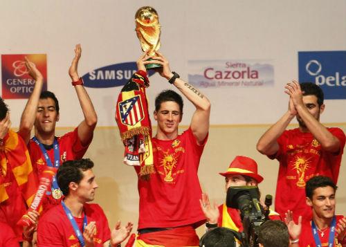 """""""Soái ca"""" vạn người mê: Torres - """"Lãng tử"""" khiến Messi, Ro béo phát """"thèm"""" (P2) - 2"""