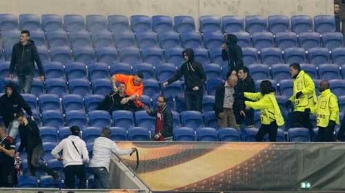 Europa League: CĐV hỗn chiến, choảng cả fan nhí - 10