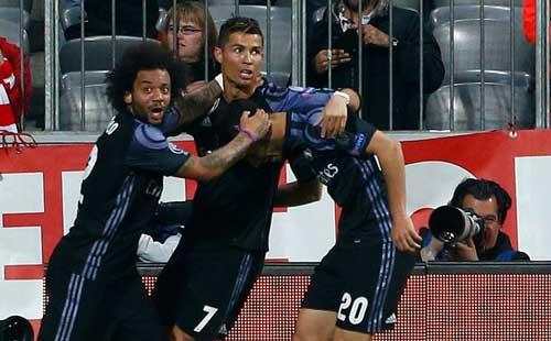 Liga trước vòng 32: Barca đường cùng, Real hưng phấn - 2