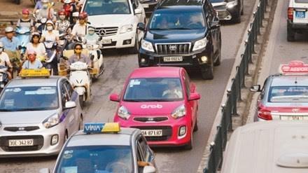 Bộ Giao thông xem xét hạn chế phát sinh lượng xe Uber và Grab - 1