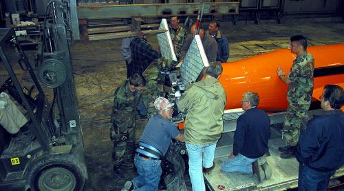 """6 điều đáng sợ về """"mẹ của các loại bom"""" của Mỹ - 3"""