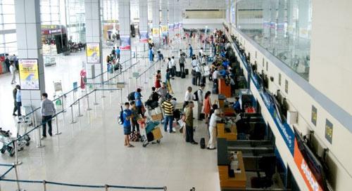 Thực hư vụ nhân viên sân bay nhặt được tiền không trả lại khách - 1