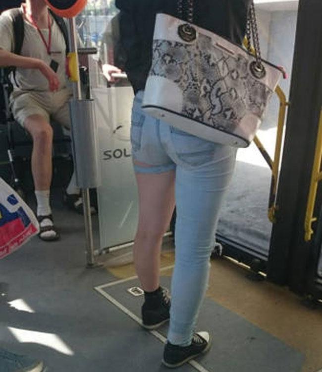 """Dân tình phát """"sốt"""" trước mẫu jeans rách mông giá 43 triệu - 13"""